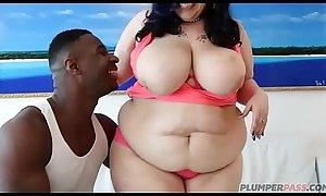 Huge Tit Mom Lyla Slobs on Big Black Cock
