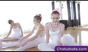 Teen Girls get helped streching -pornn.pro cll.press porn 1KI9sjf
