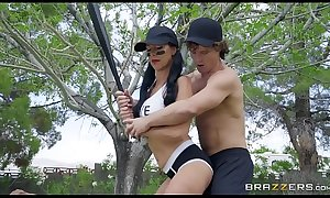 BRAZZERS - Mommy's Got Some Bazookas - Texas Patti &amp_ Robby Echo - Video Full online HD -&gt_ http://zo.ee/4xScz