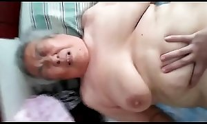 Abuela tetona japonesa de 77 años