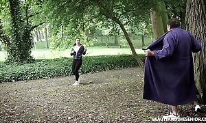 Jogger flashes juvenile sexy runner! this babe stop plus fucks dramatize expunge old dude!