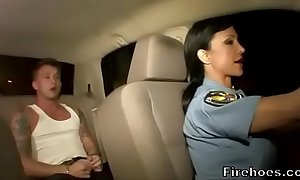 Sissified policeman bonks suspect all round auto