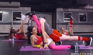 Brazzers - sophia laure receives screwed at yoga school