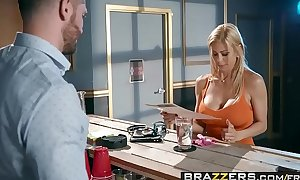 Brazzers.com - mama got mounds - the large unyielding scene starring alexis fawx and mike mancini