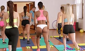 Enticing yoga hotties hauteur their bodies