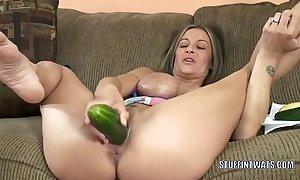 Mr Big cougar leeanna constituent masturbates involving a cucumber