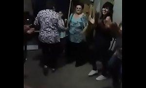 Abuelas grannies maduras bailando calientes