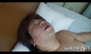 Milf hottie strokes and fondles her juicy cunt on cam