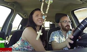 She sucks dong whilst this chab is driving the car