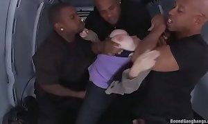 Interracial Gangbang - Pornô Estupro com negão (quem quiser esse filme completo, entre no meu site xxx bit.ly porn colecao-porno-2zvU6iW )