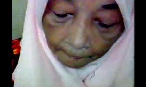 Malaysian granny oral-service sex