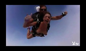 Nude hawt gals skydiving!