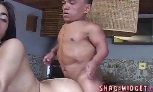 Porn doxy fucked by midget