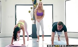 Brazzers.com - brazzers exxtra - yoga freaks video seven scene starring ariana marie, nicole aniston