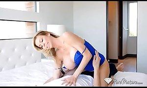 mamãe gostosa peituda ensinando filho a foder!!! - quer transar muito? xxx bit.ly porn animalnacama